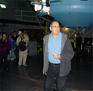 David H. Levy lectures under the dome of the 100-inch Telescope at Mt. Wilson Observatory